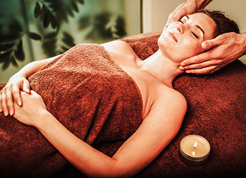 Thai Body Massage with Deep Heat Herbal Compress